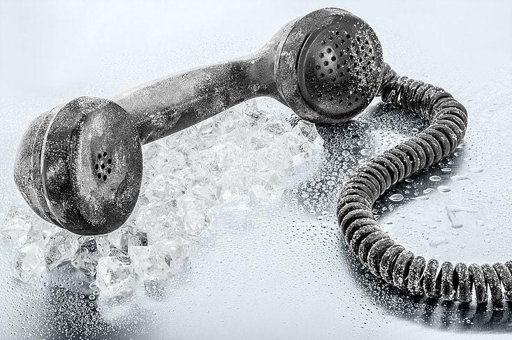 telefone-min Cold call 2.0: ainda uma boa estratégia em 2019? - Processo de Vendas